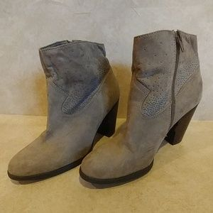 JUST FAB SEQUENCE ANKLE BOOTS SZ 9